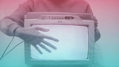 Полицейские обнаружили на месте преступления крымчанина, который уснул в обнимку с телевизором