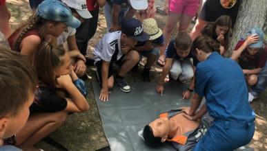 Отдых без риска: спасатели Севастополя учат детей отдыхать