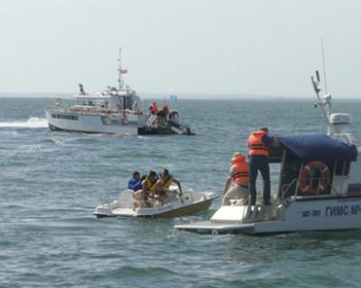 В Керченском проливе сотрудники МЧС спасали условно утопающих