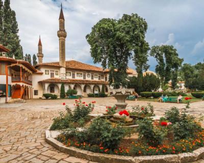 Бахчисарай вошел в тройку самых популярных у туристов городов