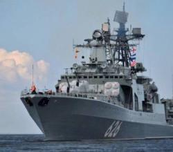 «Сметливый»  приглядывает за американским эсминцем в Чёрном море