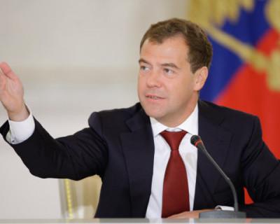 Медведев посетовал на единороссов, которые не стесняются демонстрировать чванство и хамство