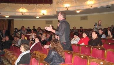 Новое люди и новые зарплаты в драмтеатре Луначарского