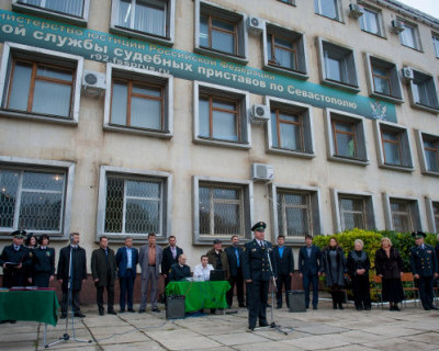 Судебный пристав Севастополя вел с должником любовную переписку в интернете