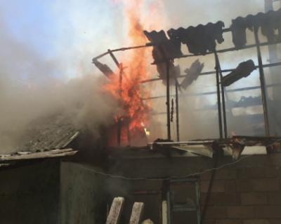 В центре Севастополя загорелся дом (ФОТО, ВИДЕО)