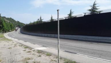 Забор вдоль трассы Ялта-Севастополь демонтируют