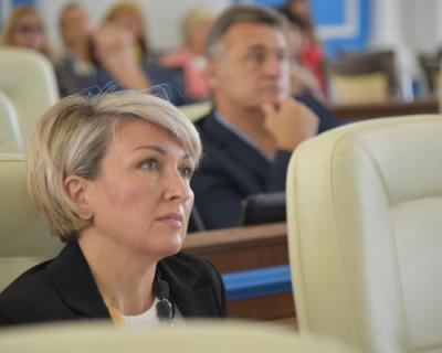 Депутат Щербакова по помойкам не ходит, но пытается оскорбить журналиста