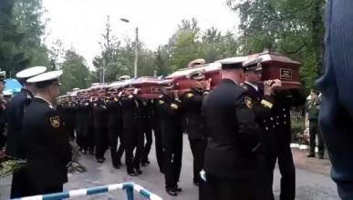 В Санкт-Петербурге проходят похороны моряков-подводников