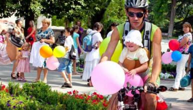 В Севастополе прошел «Парад счастливых семей» (ВИДЕО)