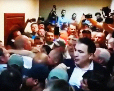 Саакашвили сломал руку украинской пенсионерке (+ВИДЕО)