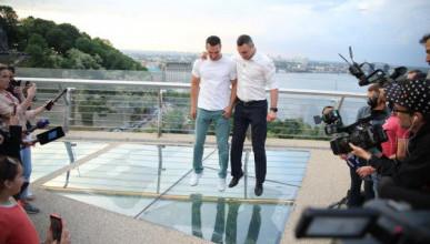 «Мост Кличко» трескается в Киеве (ВИДЕО)