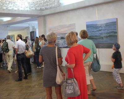 В подарок ко Дню рыбака в ДКР открылись две морские выставки