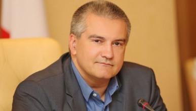 Сергей Аксенов будет помогать выпускникам, набравшим максимальное количество баллов ЕГЭ