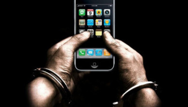 Севастополец забрал телефон у коллеги по работе и попал в полицию