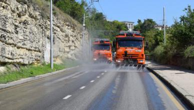 «Севавтодор» проводит круглосуточный полив дорог