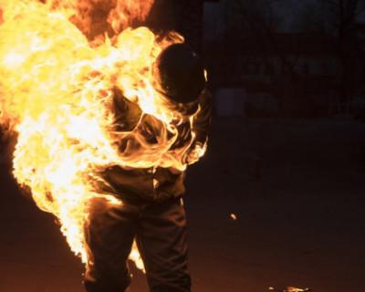 В Севастополе мужчину облили бензином и подожгли, а затем закопали на кладбище в Крыму