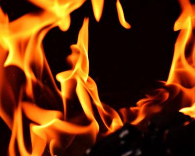Неравнодушные крымчане спасали чужие машины от бушующего огня (ВИДЕО)