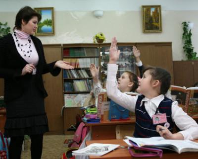 7% сотрудников российских школ и других учреждений образования зарабатывают меньше уровня МРОТ