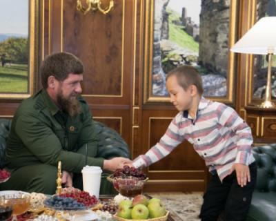 У главы Чечни появился шестилетний телохранитель
