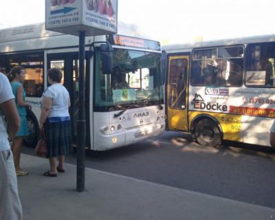 В Симферополе обстреляли автобус