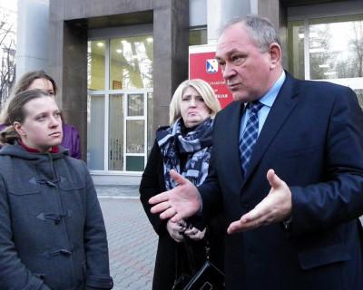Заместитель губернатора порекомендовал родителям недовольных учеников переводить своих детей  в другие школы
