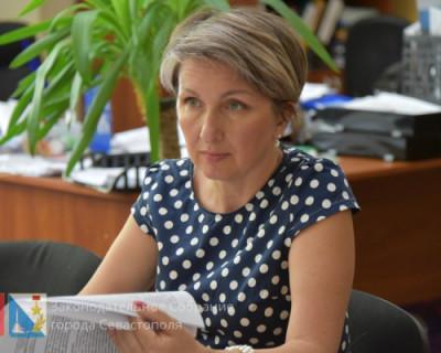 Избиратели Щербаковой за пять лет вместо «достойной жизни» получили скамейку