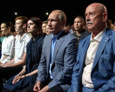 Владимир Путин посетил фестиваль оперы и балета в Севастополе