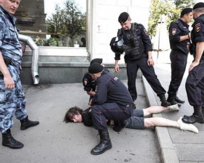 В Кремле пообещали разобраться со сломанной ногой дизайнера