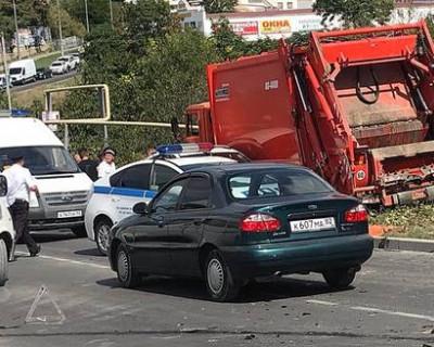 Крупное ДТП в Севастополе: мусоровоз повредил 15 авто и газовую трубу