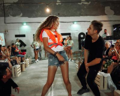 Модная тусовка в гараже: «Мисс Форсаж» в Севастополе. Как это было (ФОТО, ВИДЕО)
