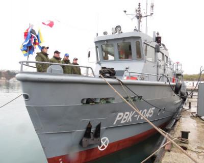 В Севастополе подняты Андреевские флаги на новейших водолазных катерах (фото)
