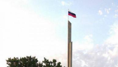 Над Донецком подняли российские флаги