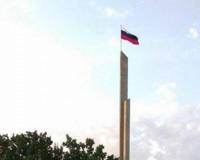 Над Донецком подняли российские флаги (ВИДЕО)