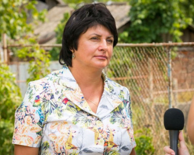 Татьяна Лобач обсудила  с сельчанами ход строительства спортивной площадки