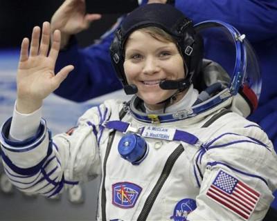 Лесбиянка-астронавт обокрала свою бывшую жену, находясь в космосе