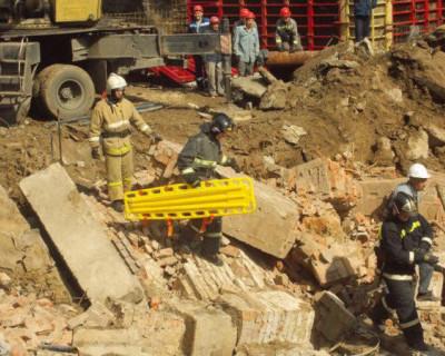 В Новосибирске рухнула стена жилого дома (ВИДЕО)