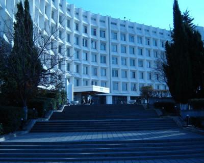 «Альма-матер заморозили?» Судьба 2-х тысяч педагогов высшей школы в Севастополе неизвестна