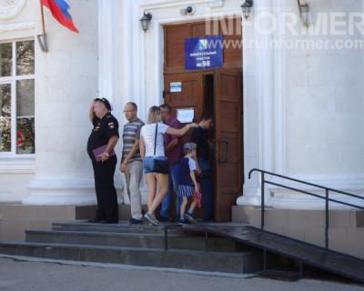 Севастопольцы идут голосовать с хорошим настроением (ФОТО, ВИДЕО)