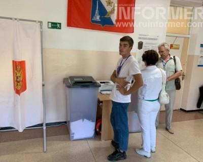 Севастопольцы выбирают депутатов (ФОТО)