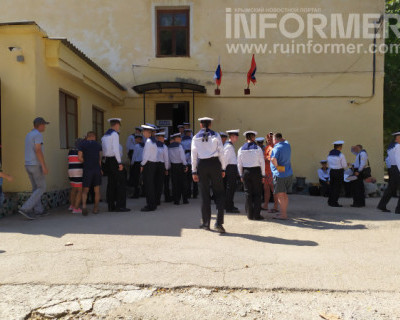 Явка военных моряков на 82-м избирательном участке в Севастополе компенсировала отсутствие избирательной активности