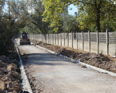 В Севастополе продолжается ремонт пешеходных дорог