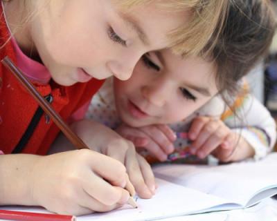 Ученики Севастополя не пошли в школу из-за задержавшейся на заводе мебели