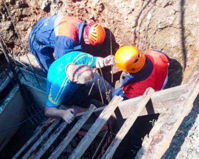 Севастополец упал в четырехметровую яму