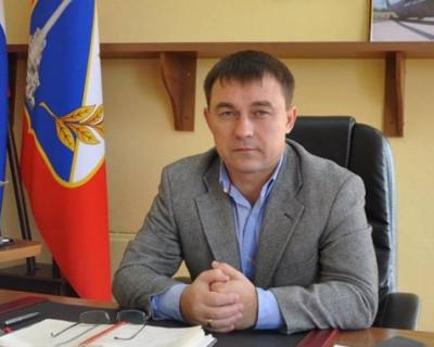 Зачем Алексей Ярусов коллекционирует мусор возле администрации Гагаринского района Севастополя? (ВИДЕО)