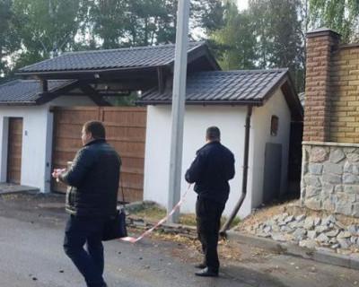 В Киевской области сожгли дом экс-главы Нацбанка Украины (ВИДЕО)