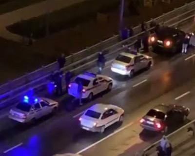 Неадекватная женщина в Москве сбросила с моста своих детей