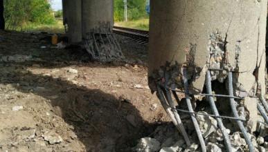 На Донбассе взорвали железнодорожный мост