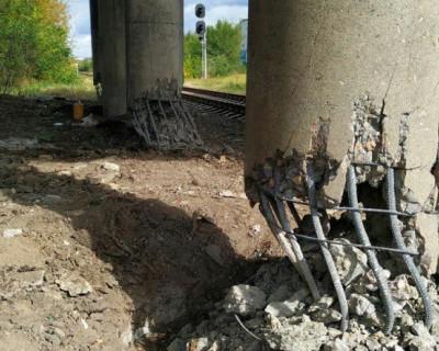 На Донбассе взорвали автомобильный мост