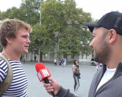 «ИНФОРМЕР» выяснил: как мужчины знакомятся с девушками из Севастополя (ВИДЕО)