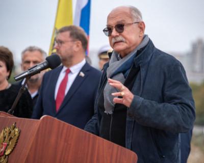 В Севастополе Мединский и Михалков открыли на месте будущего монумента закладной камень